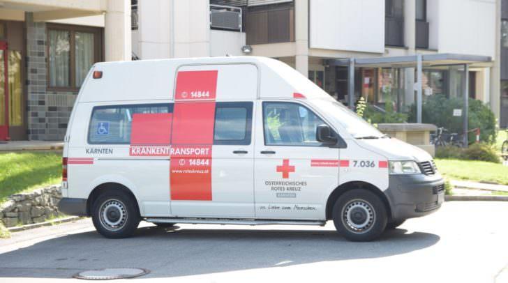 Die 75-jährige Klagenfurterin wurde leicht verletzt und wurde von der Rettung in das Klinikum Klagenfurt gebracht.