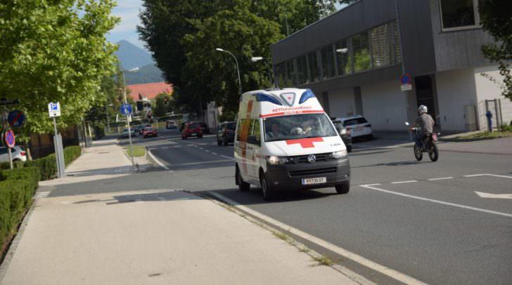 Die verletzte Schülerin musste nach notärztlicher Erstversorgung in das UKH Klagenfurt gebracht werden.