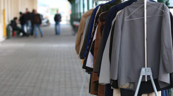 """Bei der Lebensmittel- und Kleidungsausgabe wird """"Altem"""" einen neuen Sinn gegeben."""