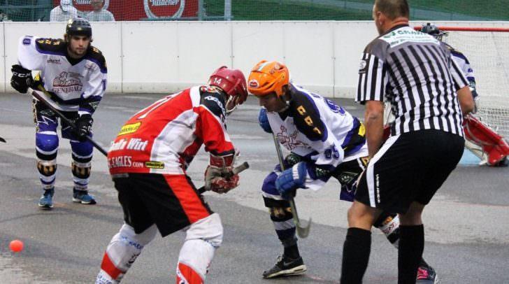 Marco Falkner (VAS), Stefan Schumnig (HSC) und Bernhard Schützenhofer (v.li.) liefern sich ein beinhartes Halbfinalduell