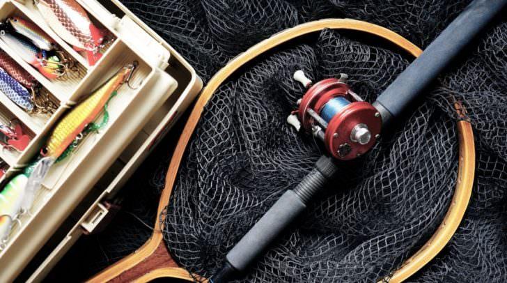 Fischereiutensilien im Wert von mehreren Hundert Euro wurden aus dem Kellerabteil gestohlen.