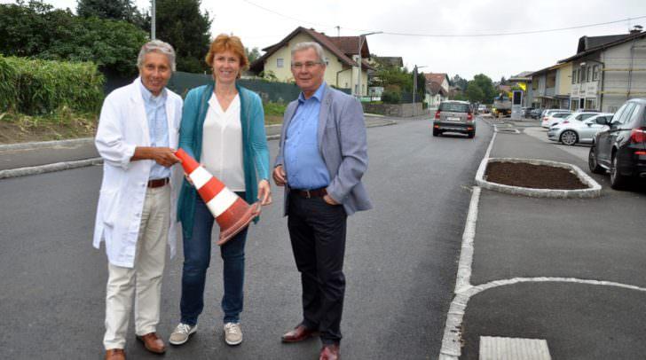 Große Freude über die neu gestaltete Ortsdurchfahrt: Von links Apotheker Mag. Ambros Morbitzer, Brigitte Franc Niederdorfer und Verkehrsreferent Stadtrat Harald Sobe.