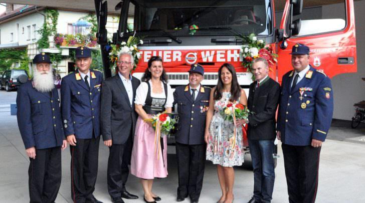 Die Fahrzeug-Patinnen nahmen, wie auch die große Gemeindeabordnung mit Bürgermeister Ferdinand Vouk an der Spitze, freudig am Festakt teil, wie auch die große Gemeindeabordnung mit Bürgermeister Ferdinand Vouk an der Spitze