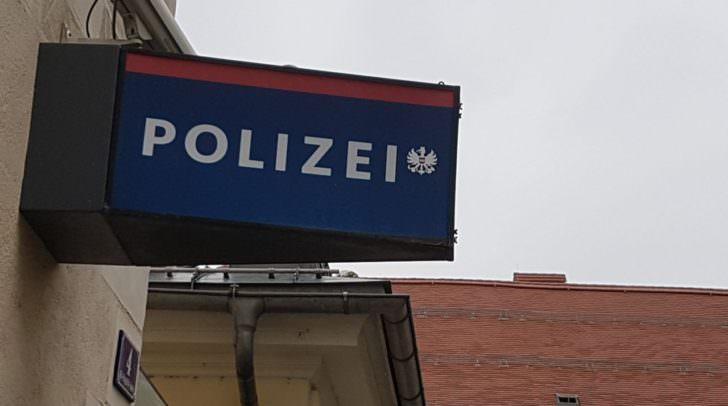 Die Polizei fahndet nach den unbekannten Tätern.