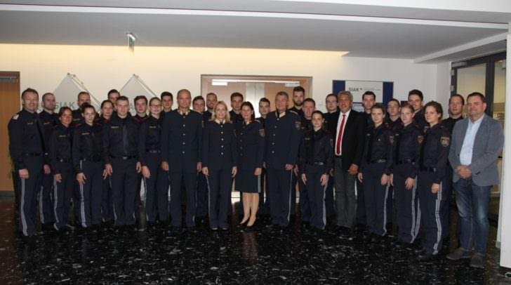 Die 25 Schülerinnen und Schüler des Polizeigrundausbildungslehrganges
