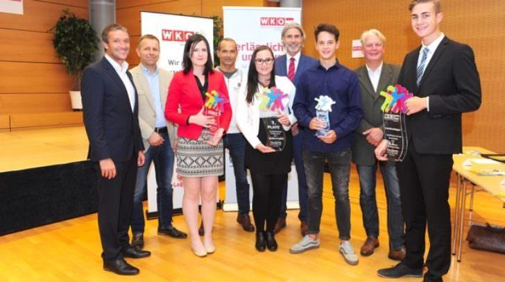 Die ausgezeichneten Nachwuchstalente mit Vertretern der Prüfungskommission, Fachgruppenobmann Markus Ebner und Christof Doboczky von der Talenteakademie.