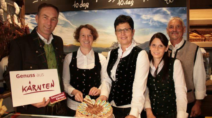 Das Team des Dorfladen Fresach mit den beiden Chefleuten Andrea und Ernst Egger (Bildmitte)!