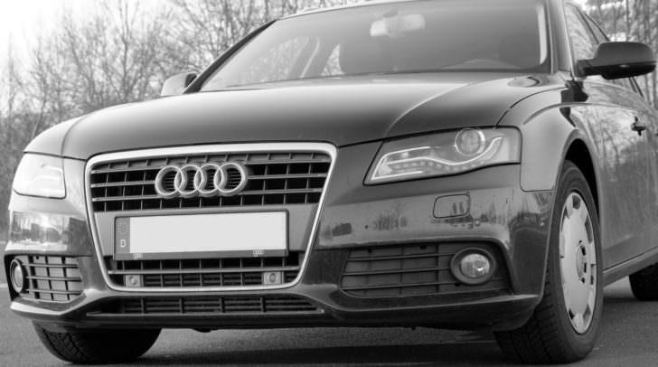Der gestohlene Audi A4 Avant ist grau/silber und hat den Wert von mehreren tausend Euro.