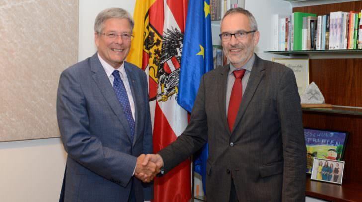 Landeshauptmann Peter Kaiser mit Flughafen-Geschäftsführer Michael Kunz
