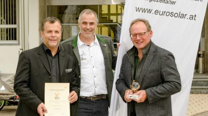 Die Gewinner Johann Grandits, Franz Wiedenig und Christoph Aste freuen sich sichtlich über den gewonnen Preis für ihr Vorzeigeprojekt