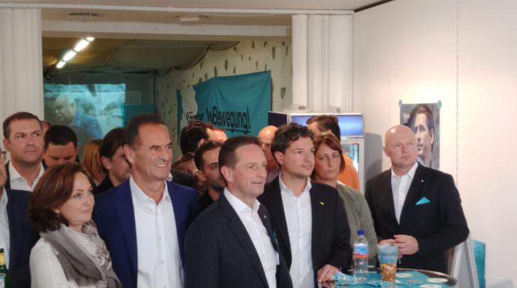 Die ÖVP zeigt sich gemeinsam in Klagenfurt erfreut über die ersten Ergebnisse