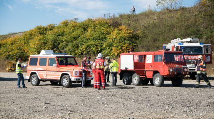 Die Rettungskräfte arbeiteten bei der Übung, wie auch im echten Leben, Hand in Hand