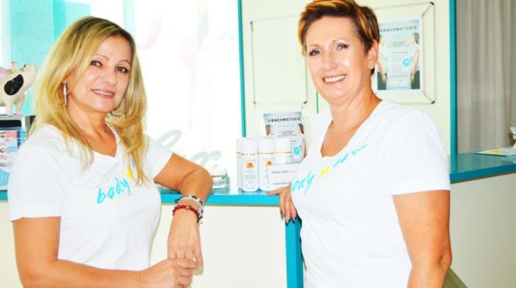 Renate und Christina freuen sich, dass ihre Kundinnen bereits viele, viele Zentimeter verloren haben