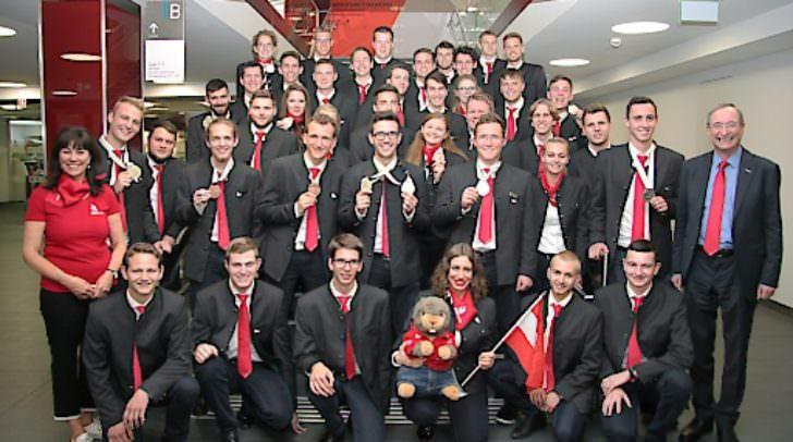 WK…-VizeprŠäsidentin Martha Schultz und WK…-PräŠsident Christoph Leitl gratulierten dem erfolgreichen Team Austria nach der RŸückkehr von der Berufs-WM WorldSkills 2017 in Abu Dhabi.