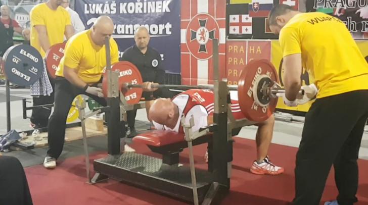 Voll in Aktion: Auer bei den Weltmeisterschaften in Prag.