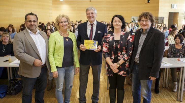 Betriebsratsvorsitzender Valid Hanuna, Betriebsrat Silvia Igumnov, LH Peter Kaiser, Claudia Schumnik und Klaus Abraham