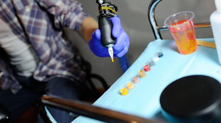 An der HTL-Ferlach kann man sich zum Tattoo-Artist und Graveur ausbilden lassen.