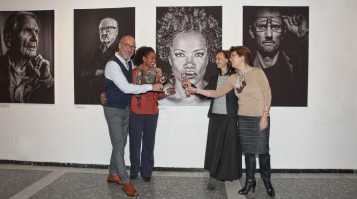 """Fotograf Gernot Gleiss, """"Foto-Model"""" Unternehmerin Vania Valdes-Papini, Vizepräsidentin und FiW-Landesvorsitzende Sylvia Gstättner und Bezirksvorsitzende Birgit Brommer."""