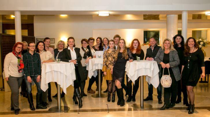 Mentees und Mentoren des fünften Durchganges des FEMcademy-Mentorings bei der Zertifikatsübergabe im Hotel Sandwirth
