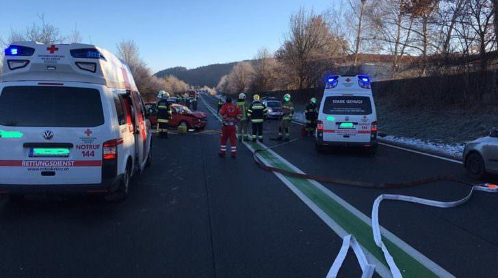 Insgesamt standen neun Mann der Freiwilligen Feuerwehr Hauptwache Klagenfurt sowie sechs Mann der Berufsfeuerwehr Klagenfurt im Einsatz.