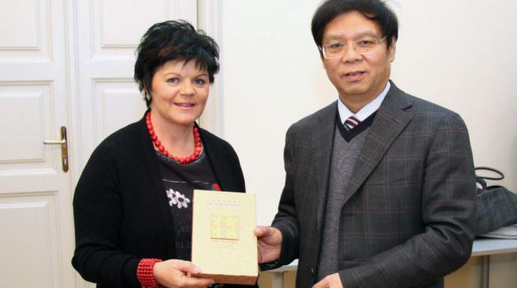 Ruth Feistritzer (SPÖ) hier am Foto mit dem Vizepräsidenten der Chinesischen Akademie