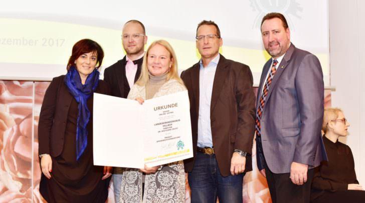 Vizebürgermeisterin Dr.in Petra Oberrauner und das Team des LKH Villach (Online-Voting-Sieger) Mag. Horst Freunschlag, Direktorin Mag. Karin Schülte, Johann Wascher mit Stadtrat Erwin Baumann.