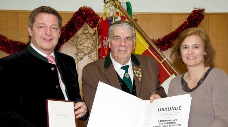 Bürgermeister Günther Albel (links), Obmann Ing. Kurt Oberhofer, Gemeinderätin Mag.a Elisabeth Dieringer-Granza