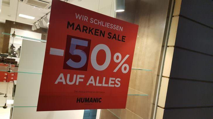 Vor der Schließung des Humanic-Schuhgeschäfts am Neuen Platz wurde der Bestand mit -50% abverkauft.