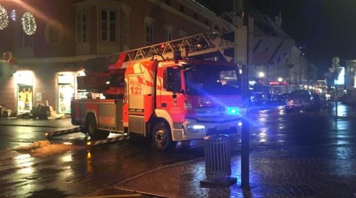In Klagenfurt löste sich ein Blech von einem Dach
