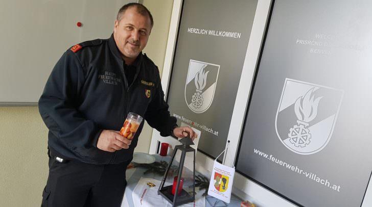 Harald Geissler von der HFW Villach mit den Friedenslicht