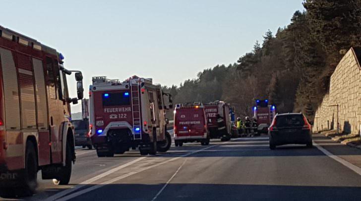 Anscheinend prallte ein PKW gegen den Aufpralldämpfer bei der Autobahnabfahrt Velden-Ost.