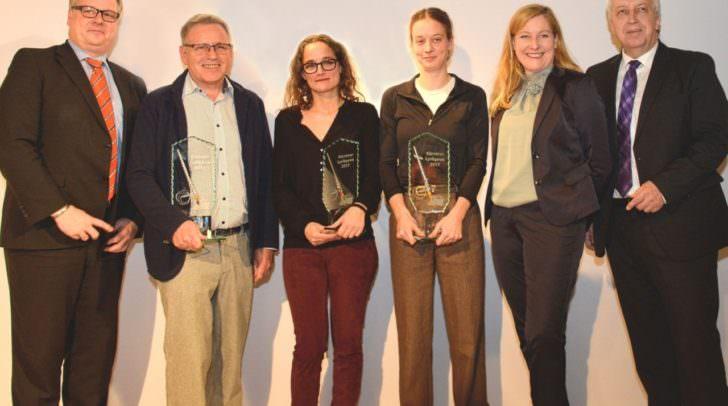 Gruppenbild mit strahlenden Siegern (v. l. n. r.): STW-Vorstand Clemens Aigner, Arnulf Ploder (3. Platz), Siegerin Elke Laznia, Barbara Juch (2. Platz), STW-Vorstand Sabrina Schütz-Oberländer und STW-Unternehmenssprecher Harald Raffer.