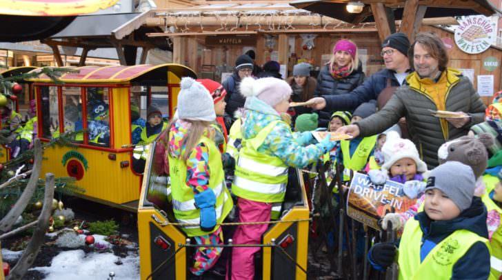 Süße Überraschung: Die Kleinen des Kindergartens Fellach freuten sich über die köstlichen Waffeln von Ingolf Hanschur