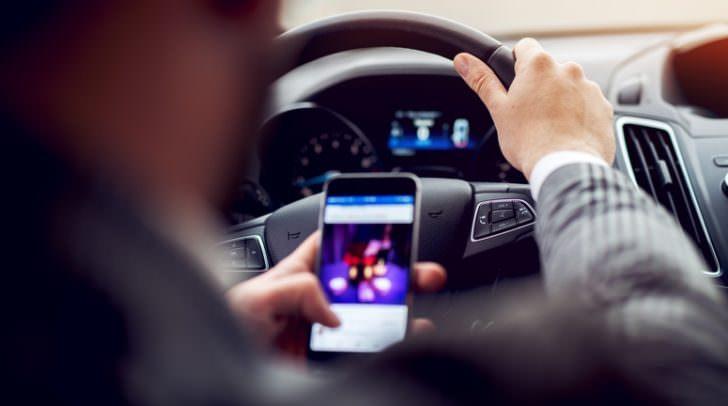 Ablenkung, nicht angepasste Geschwindigkeit und Übermüdung sorgten auch 2017 für etliche schwere Verkehrsunfälle.