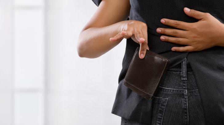Einem 53-jährigen Klagenfurter wurde die Brieftasche aus der Manteltasche gestohlen.