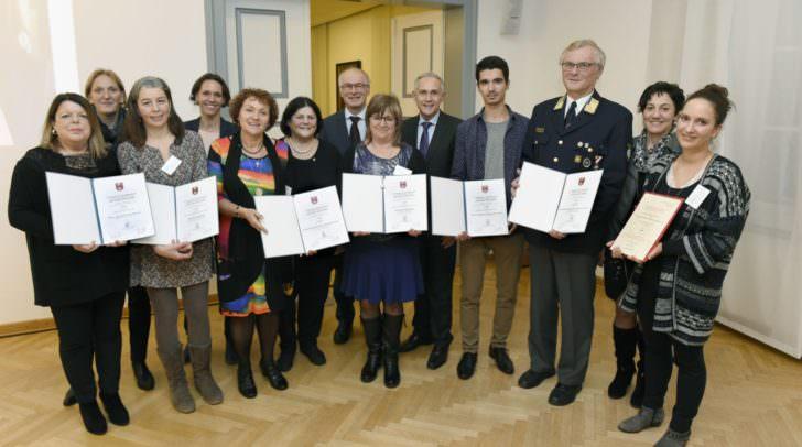 Bildtext: Gesundheitsreferent Vizebürgermeister Jürgen Pfeiler, Gemeinderätin Ulrike Herzig (Obfrau Gesundheitsausschuss) und die Leiterin des städtischen Gesundheitsamtes, Dr. Birgit Trattler, gratulieren allen Kategoriesiegern