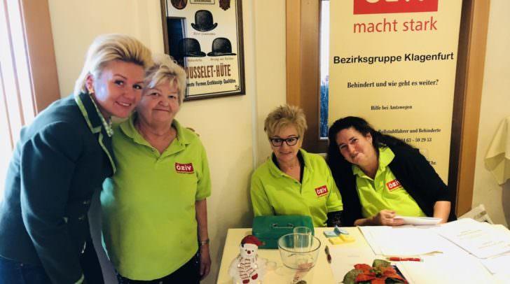 NAbg. Sandra Wassermann bei der Übergabe der Gutscheine mit dem ÖZIV Vorstandsteam Edith Speisser, Sieglinde Valefokou und Stephanie Neisser