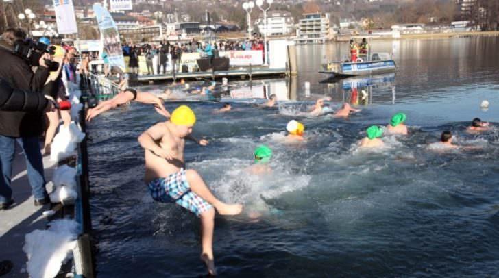 Das Neujahrsschwimmen im vergangenen Jahr (Bilder: Raunig)