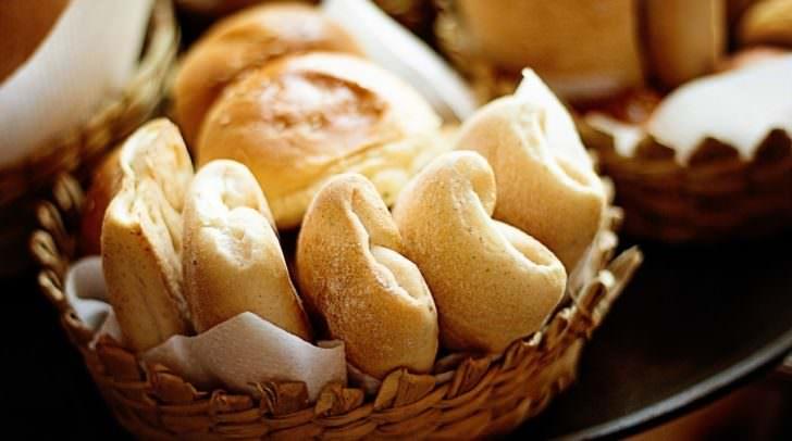 Mit einem Frühstück daheim und frischen Semmeln vom Bäcker steht einem perfekten Start in den Muttertag nichts mehr im Wege.