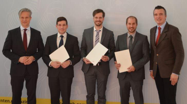 LR Darmann und Kammerpräsident Katschnig mit den neuen Steuerberatern