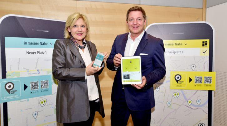 """Klagenfurts Bürgermeisterin Maria-Luise Mathiaschitz undVillachs Bürgermeister Günther Albel präsentieren die neue """"Augen auf!""""-App"""
