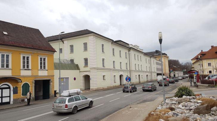 Der Jugendliche wurde in die Justizanstalt Klagenfurt eingeliefert.