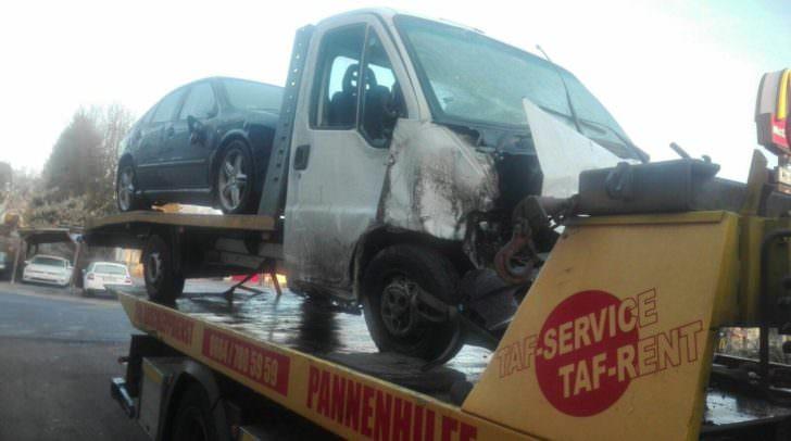 Das verunglückte Fahrzeug wurde an einen Abschleppdienst übergeben.