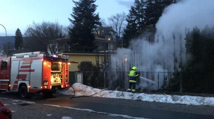 Mittels einer Hochdrucklöschleitung konnte der Brand rasch eingedämmt und der Einstatz nach rund einer Stunde beendet werden.