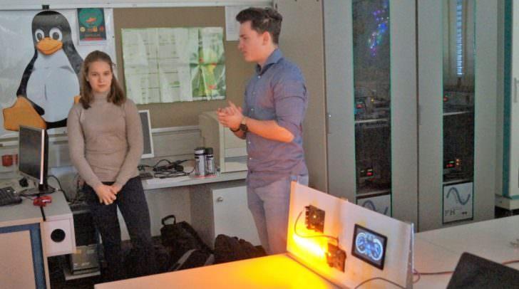 Projektvorstellung mit Infineon durch die Schüler Helena Grabner und Thomas Raunegger
