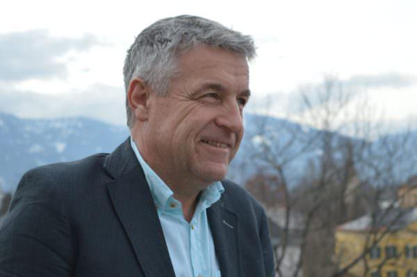 Reinhard Fischer weiß durch langjährige Erfahrung als Immobilienprofi worauf es beim Wohnen ankommt.