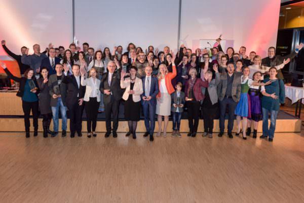 """28 PreisträgerInnen mit Jury des Naturschutzpreises """"Die Brennnessel"""""""