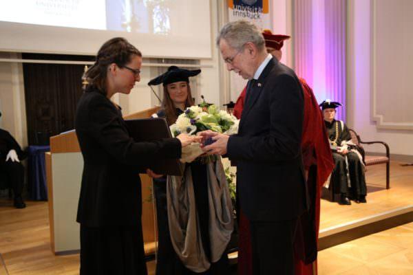 Promovendin Anna Posod mit Alexander Van der Bellen