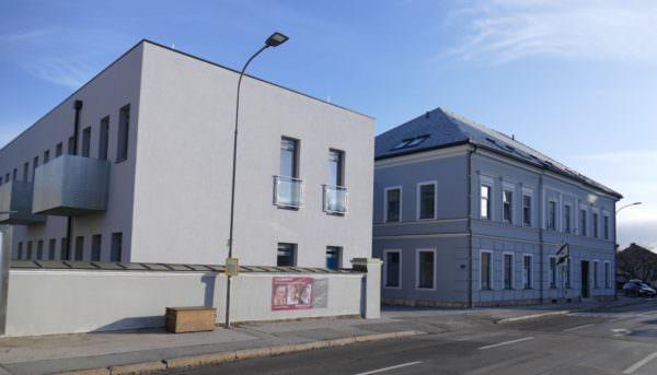 Im Stadthaus Perau ist die Silver Living Wohnanlage entstanden.