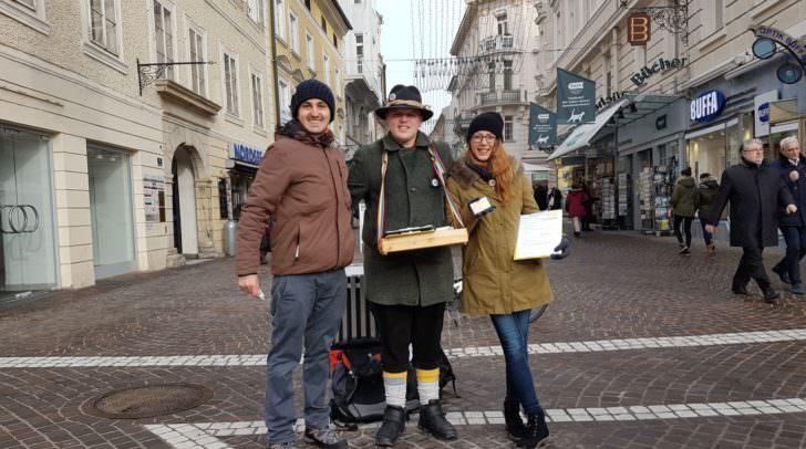 Beim Unterschriften sammeln in Klagenfurt